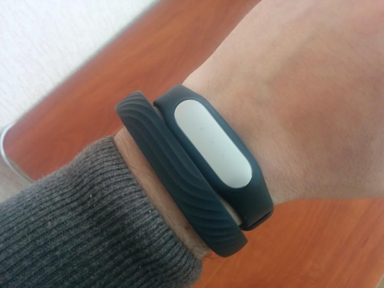 Jawbone UP 24 и Xiaomi MiBand на руке