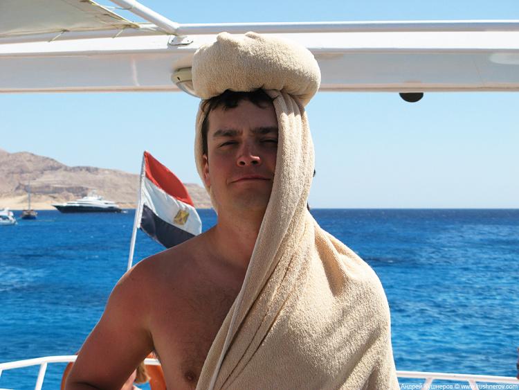 Шарм-эль-шейх, типичный араб на яхте=)