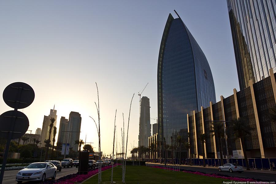 Дубай - Район около небоскрёба  Бурж Халифа