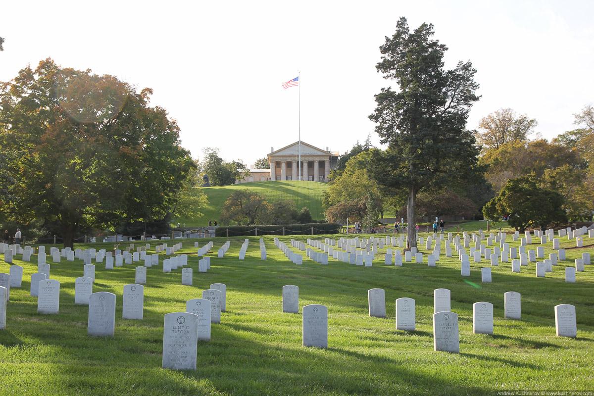 Арлингтон, Вирджиния. Арлингтонское кладбище, вид на Арлингтон хаус