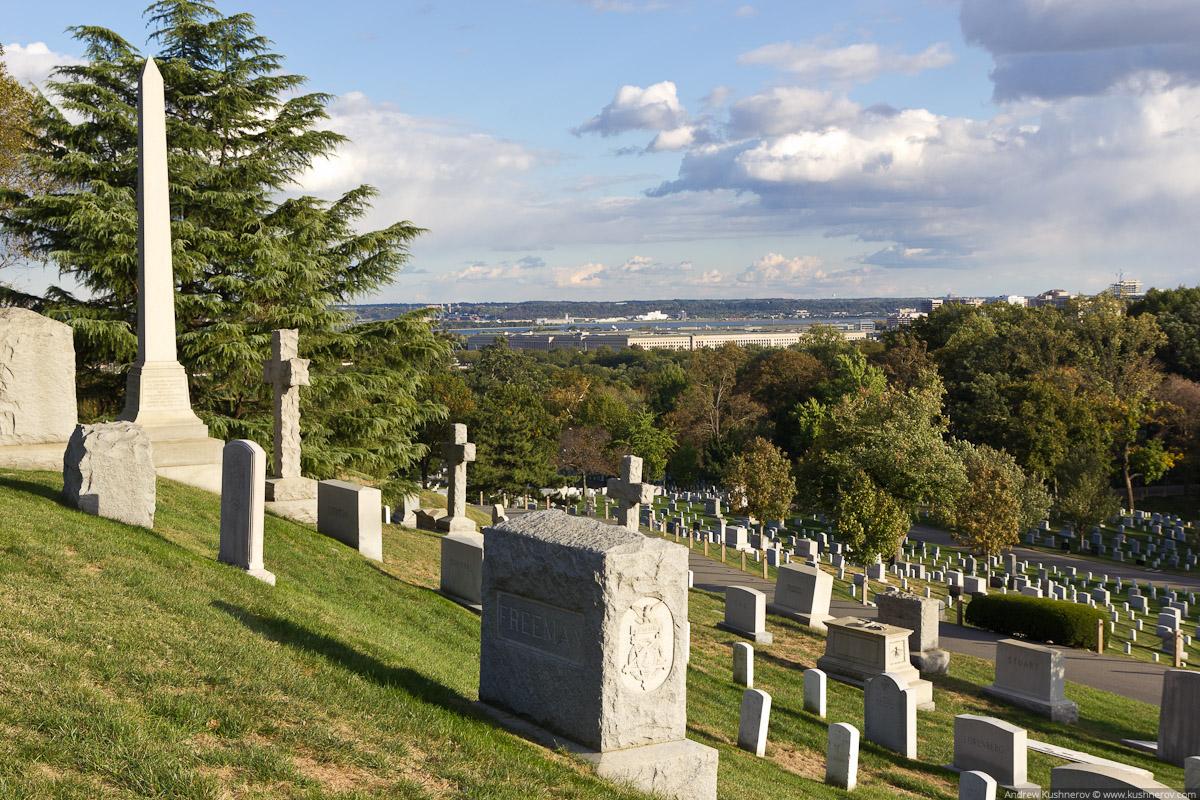 Арлингтон, Вирджиния. Арлингтонское кладбище, вид на Пентагон
