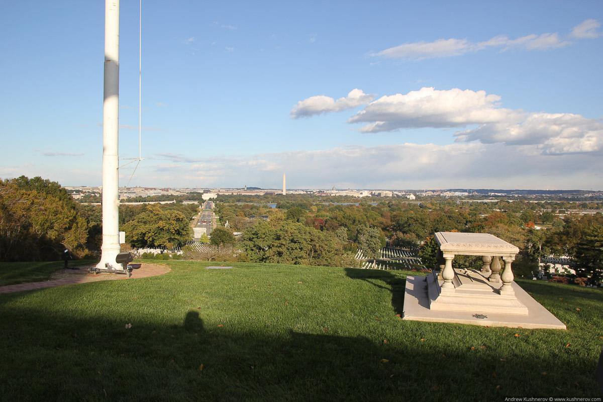 Арлингтон, Вирджиния. Арлингтонское кладбище, вид на Вашингтон