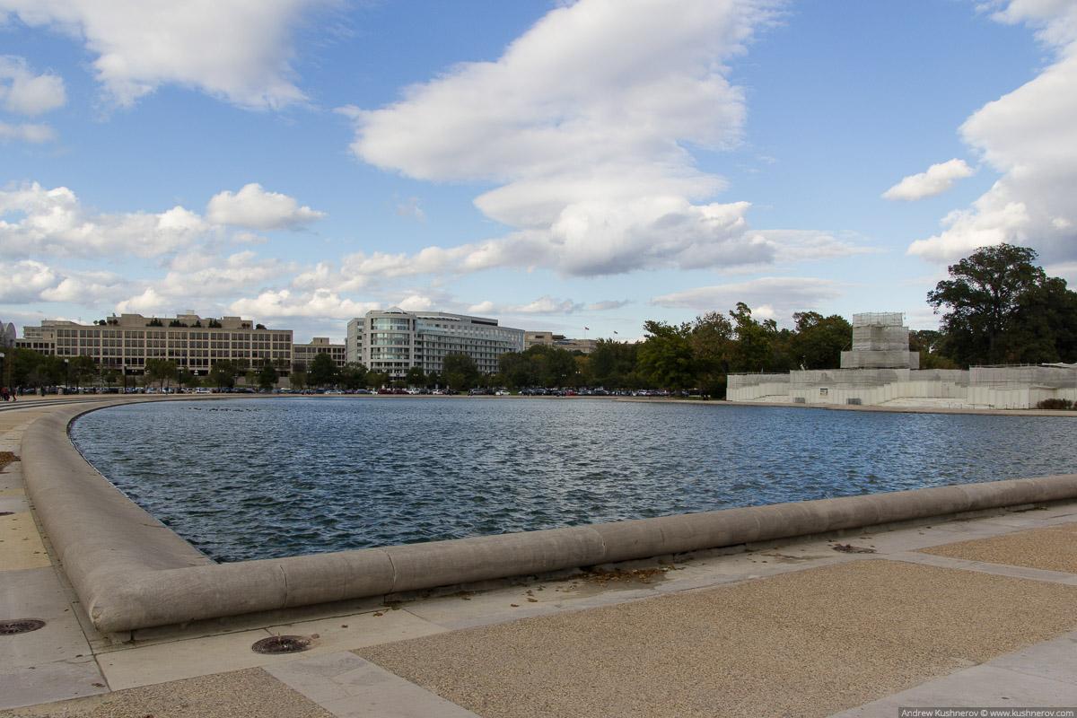 Вашингтон, округ Колумбия. Водоём около Капитолия